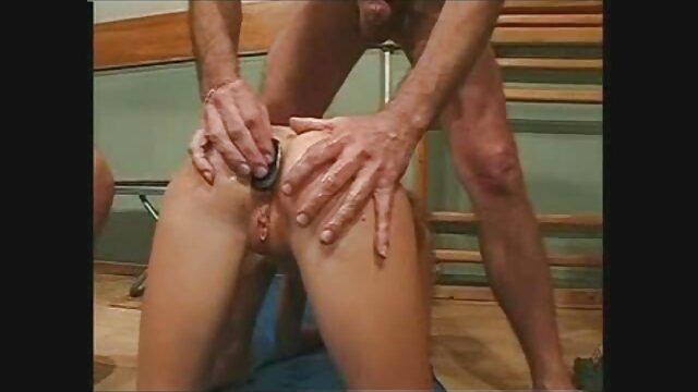 18 Videoz - De bj con los ojos vendados a una orgía anal de jovencitas de cuarteto