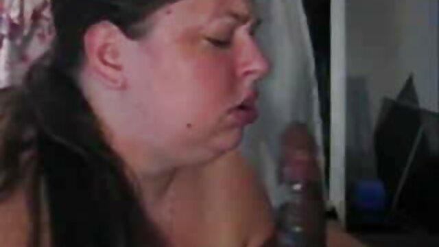 A GIRL KNOWS - Sicilia sexo anal de perrito y Cherry Kiss en una follada lésbica salvaje