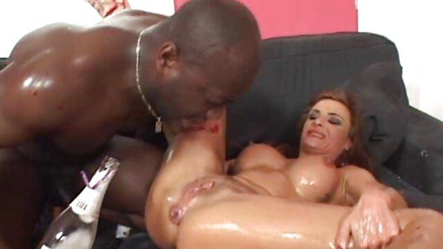 Belleza lesbiana masajeada complacida hasta sexo anal secretaria el orgasmo