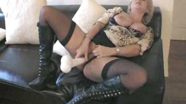 sexy esposa acariciando sexo anal con su madre su negro semental