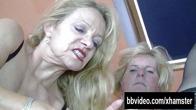 Latina chupa a su novio en el anal pornub coche