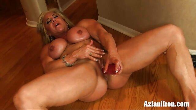 Latina trabajando con el pie anal casero xnxx en leggings