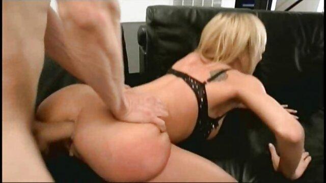Ama de casa rubia lo toma analmente de semental anal con madrastra porno