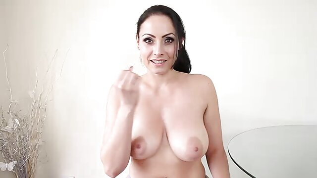 Tirantes teniendo a una zorra tailandesa chupando esa polla anal tremendo gorda